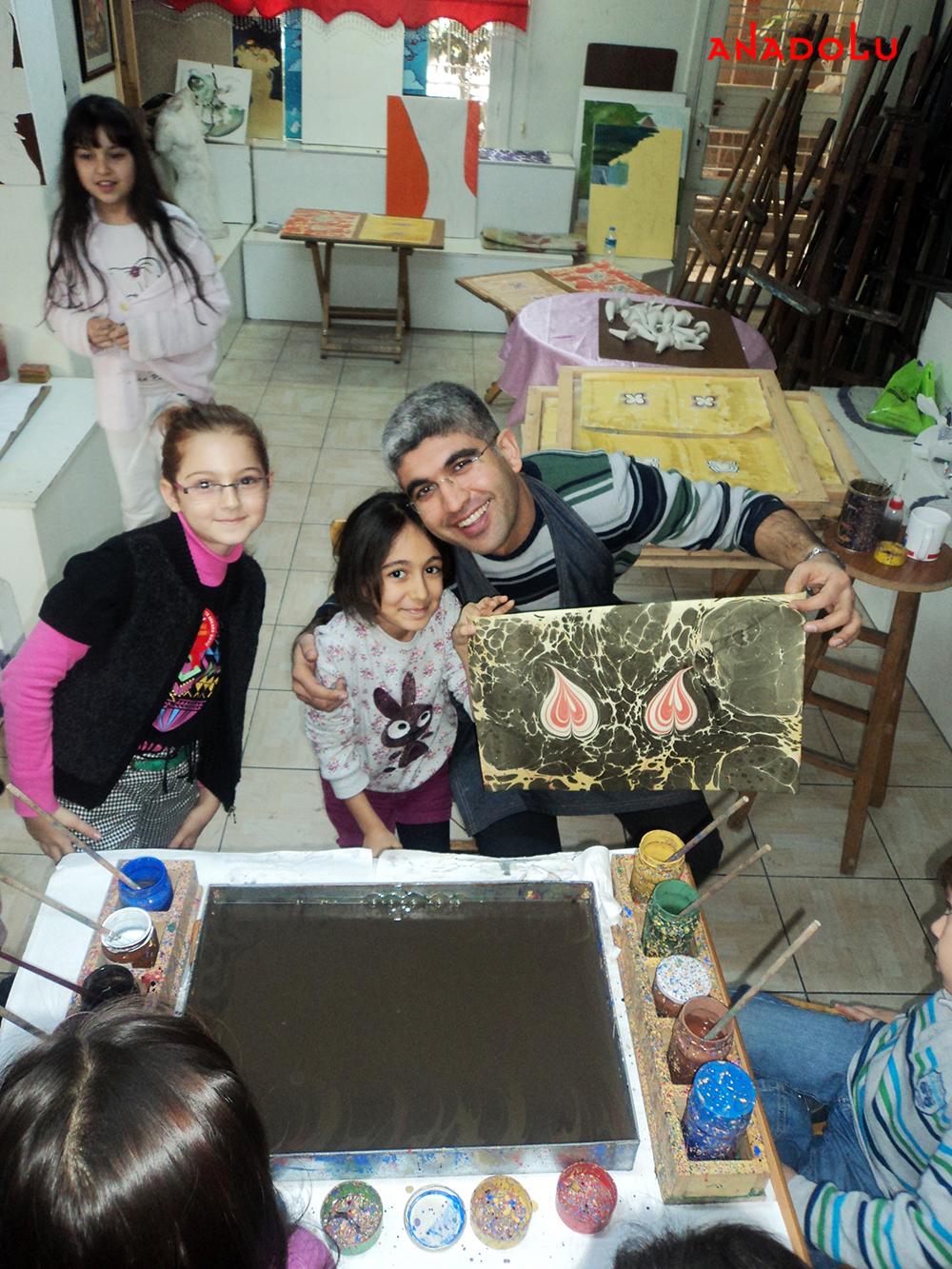 Çukurova'da Çocuklar İçin Ebru Kursları Başladı