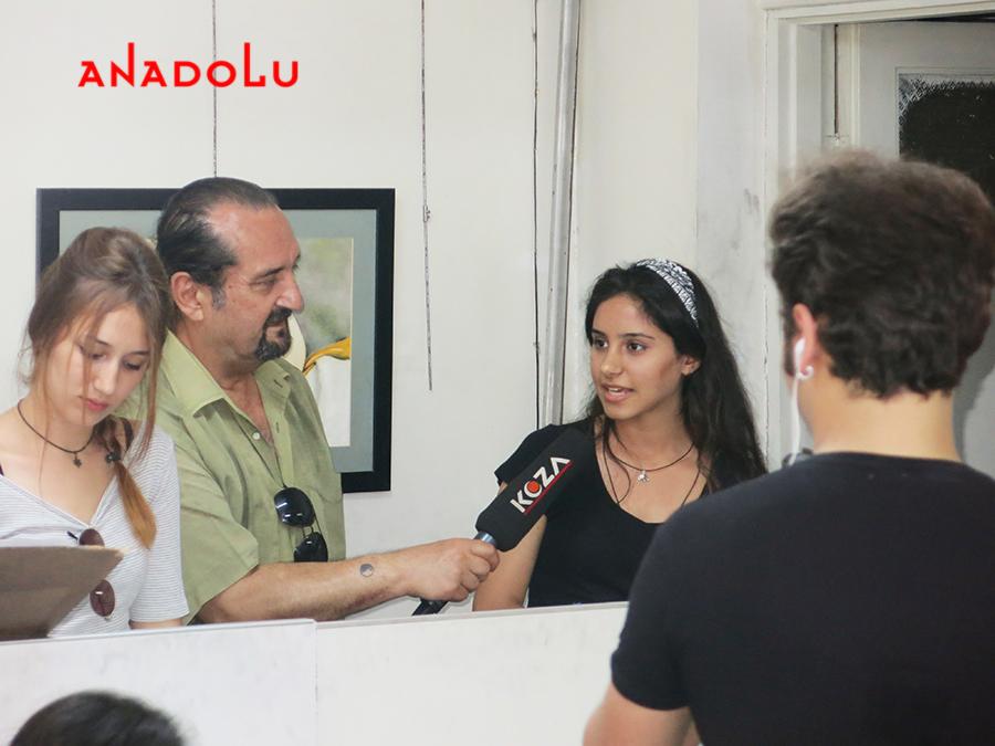 Çukurova'da Anadolu Güzel Sanatlar Öğrencileri TV Röportajları Yaparlarken