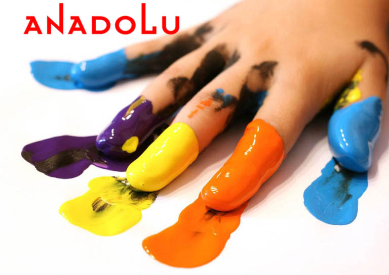 Elleri Boyanmış Çocuk Eli Çukurova