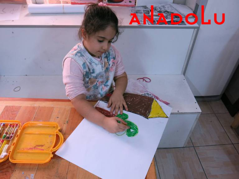 Çocuklar Resim Çalışması Yapıyorlar Çukurova