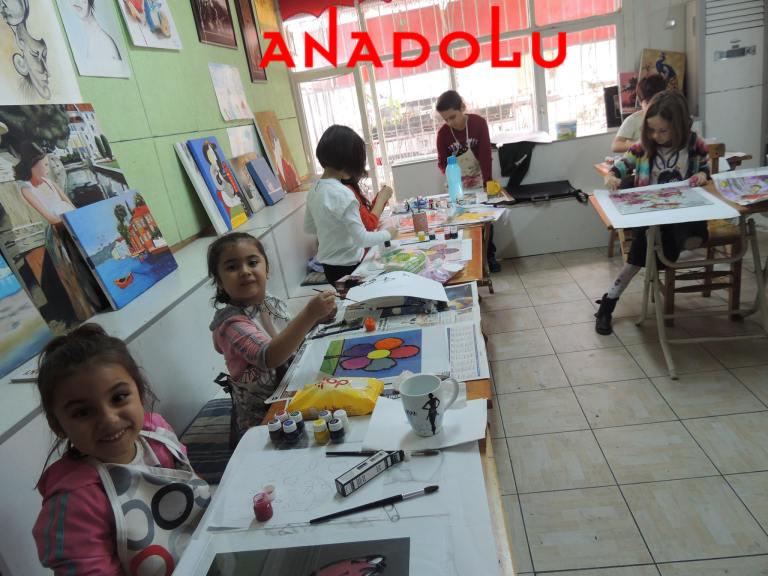 Çocuklar Resim Atölyesinde Çukurova